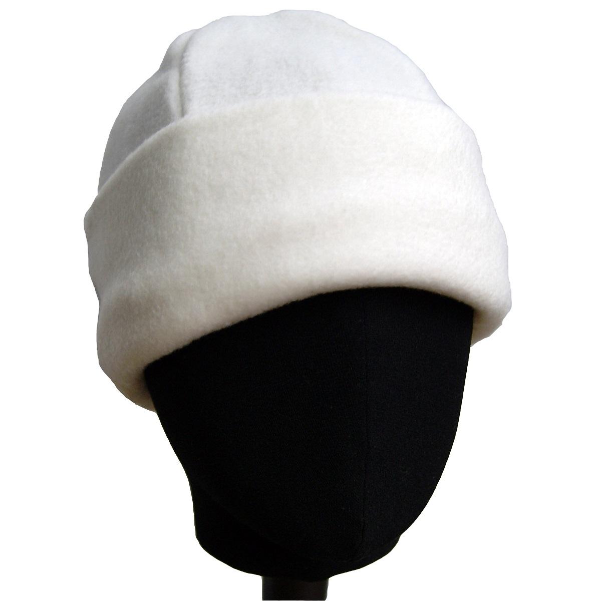 Белая шапка из флиса